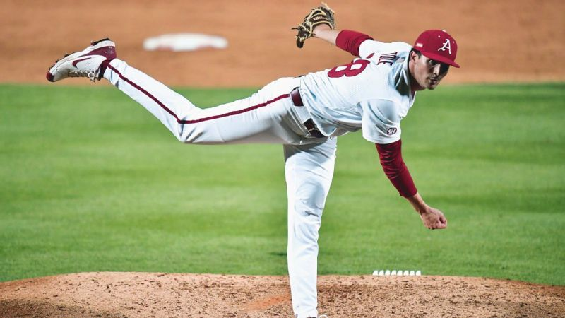 Razorbacks start two-game series with dominant win