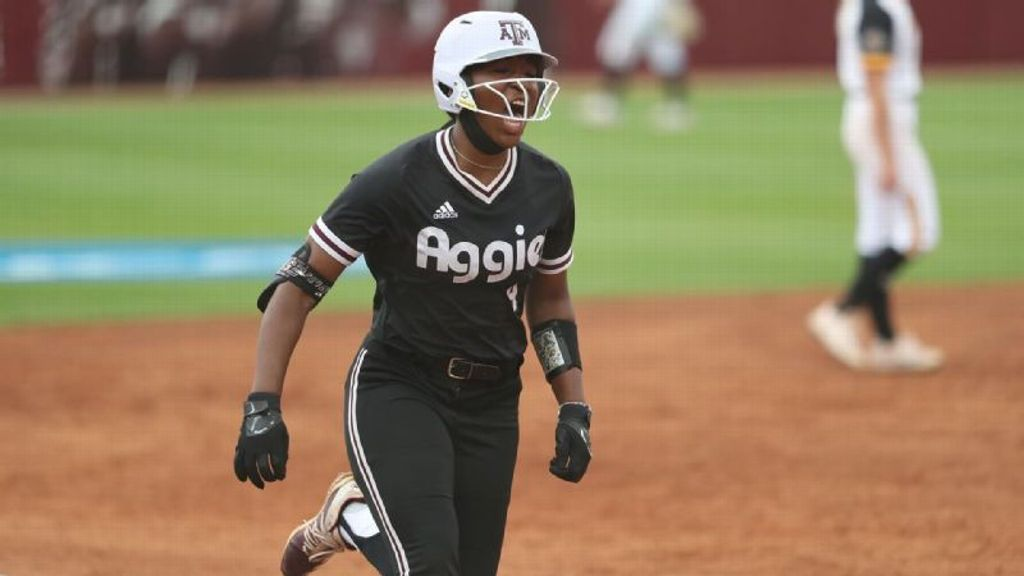 Texas A&M's seventh-inning rally comes up short