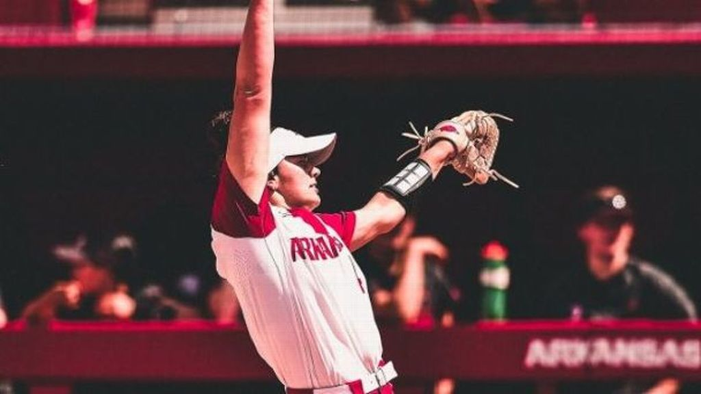 Hogs take down Cardinals for a trip to Super Regionals