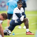 Source: Crowder takes pay cut to stay with Jets