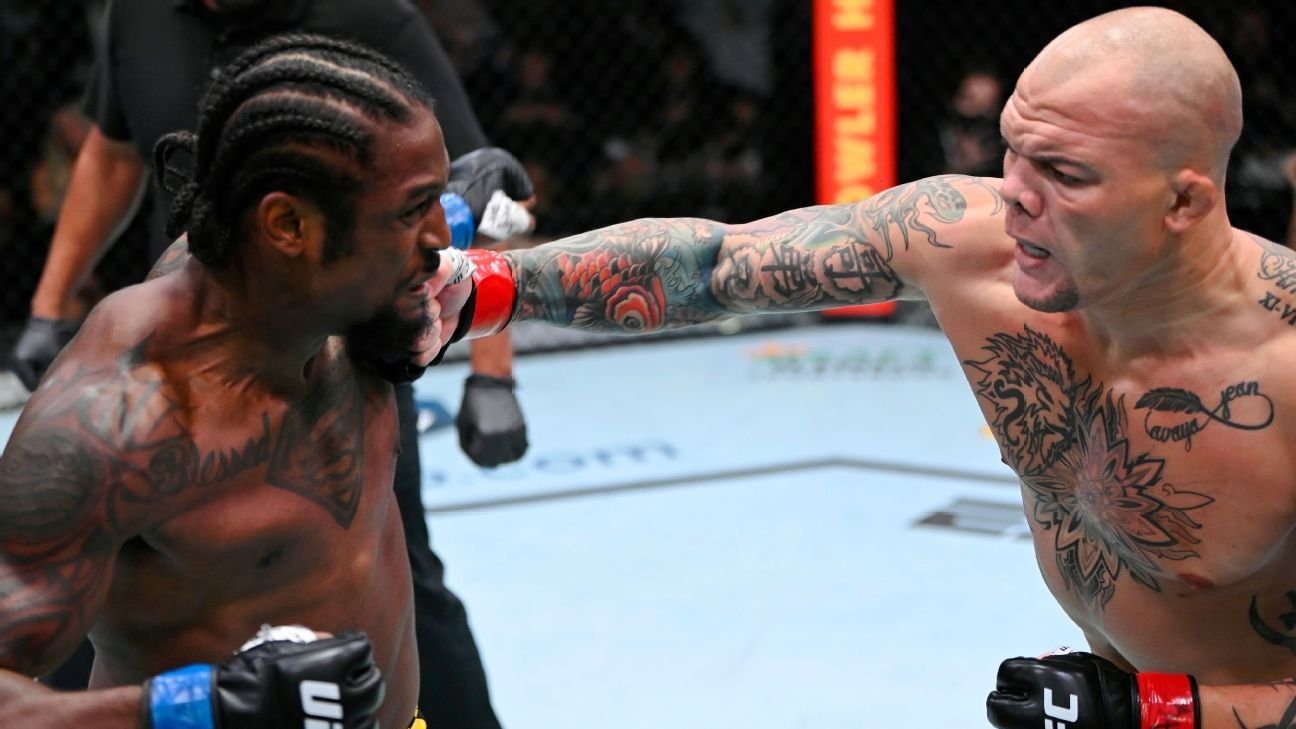 Smith submits Spann with early rear-naked choke