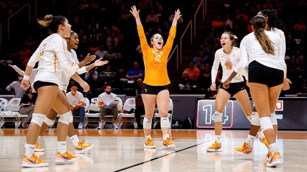 No. 21 Tennessee completes series sweep over Hogs