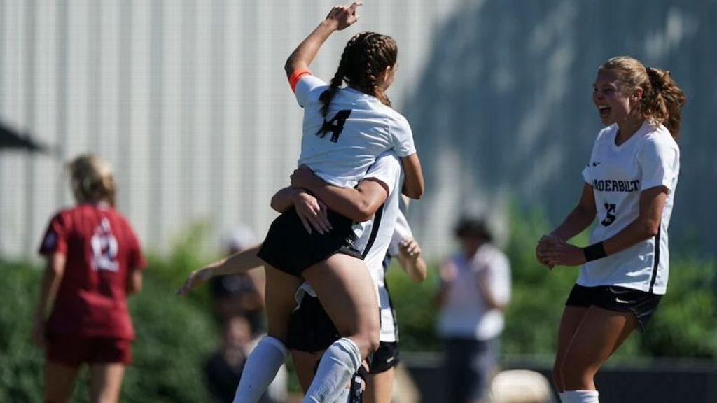 Commodores win big after two goals from Kelley