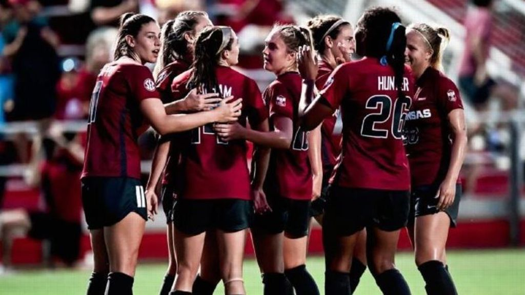 No. 8 Arkansas unleashes early barrage in win over UGA