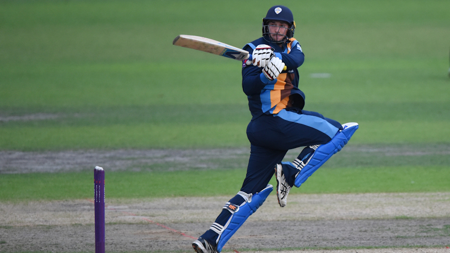 Mark Watt contains Yorkshire, Billy Godleman lets loose in Derbyshire chase