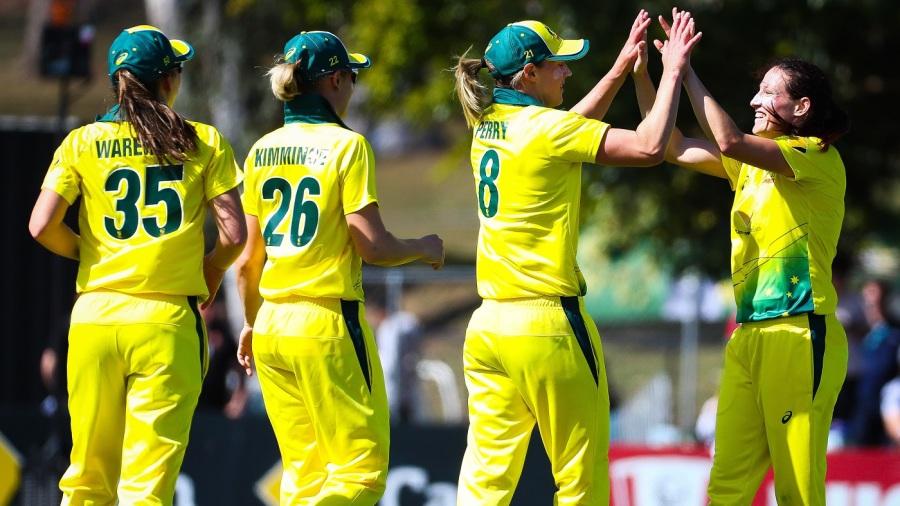 Australia Women beat New Zealand Women by 6 wickets (with 7