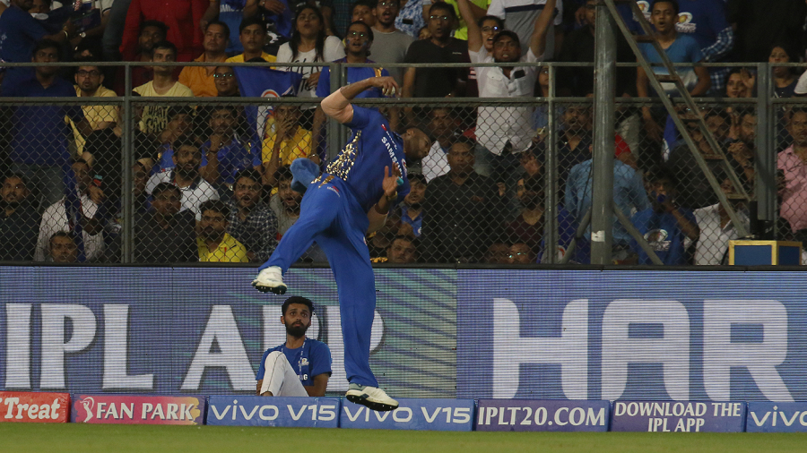Hardik's all-round effort ends Super Kings' unbeaten run