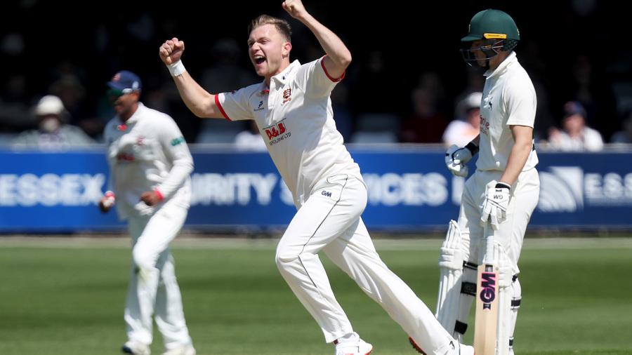 Sam Cook, Mohammad Amir put pressure on Kent batsmen