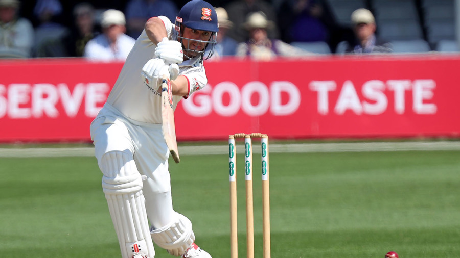 Alastair Cook misses out on career first as Essex grind down Kent