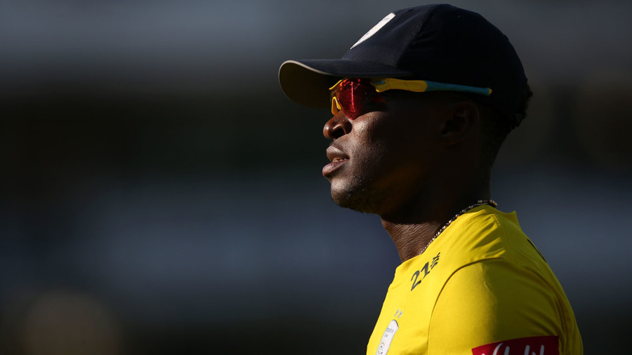 Fidel Edwards stuns Leicestershire in first over as Birmingham romp to victory
