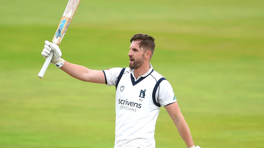 Matthew Lamb turns wolf with 173 to dent Essex hopes