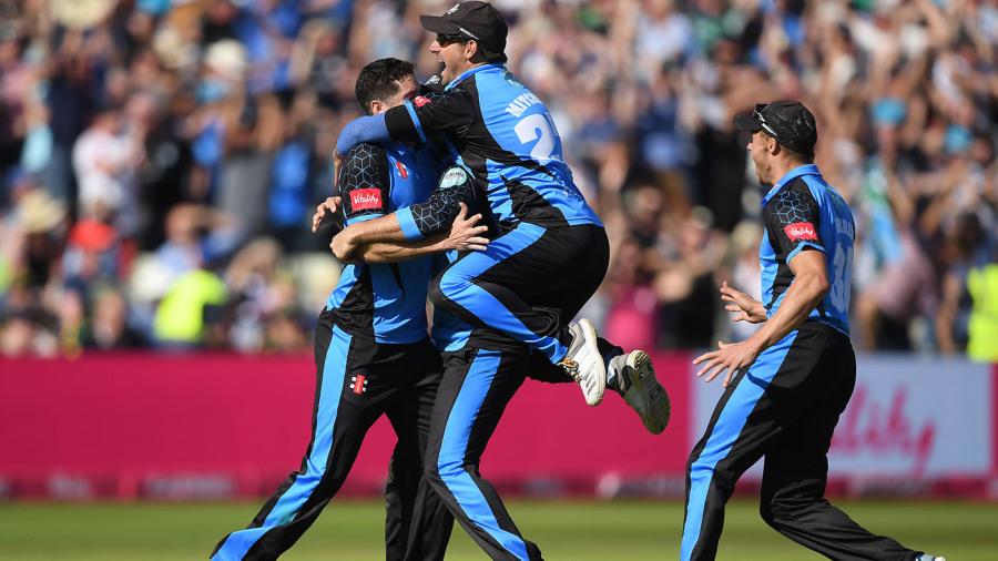 Worcestershire squeeze through to final after Nottinghamshire implosion