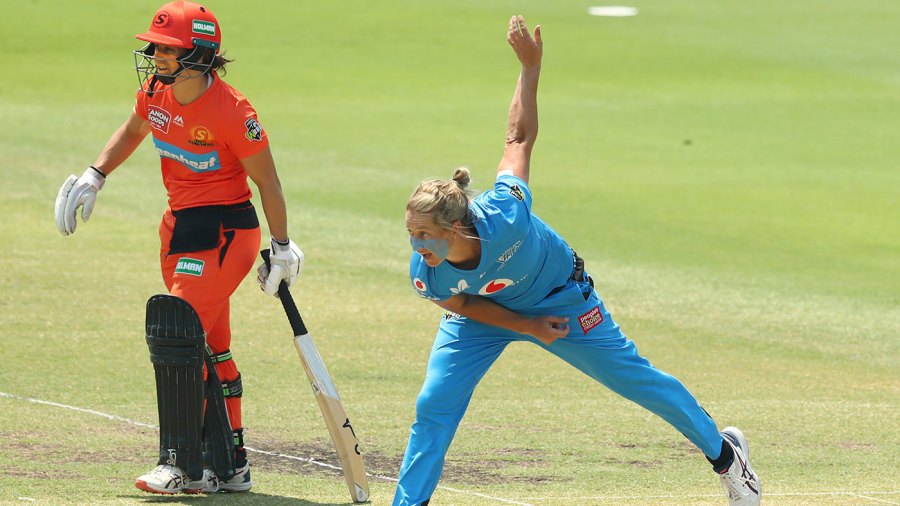 Devine, McGrath propel Adelaide Strikers to WBBL final