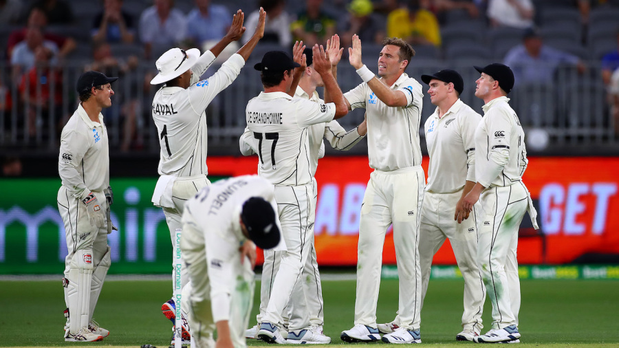 Southee dismisses Head as New Zealand fight back