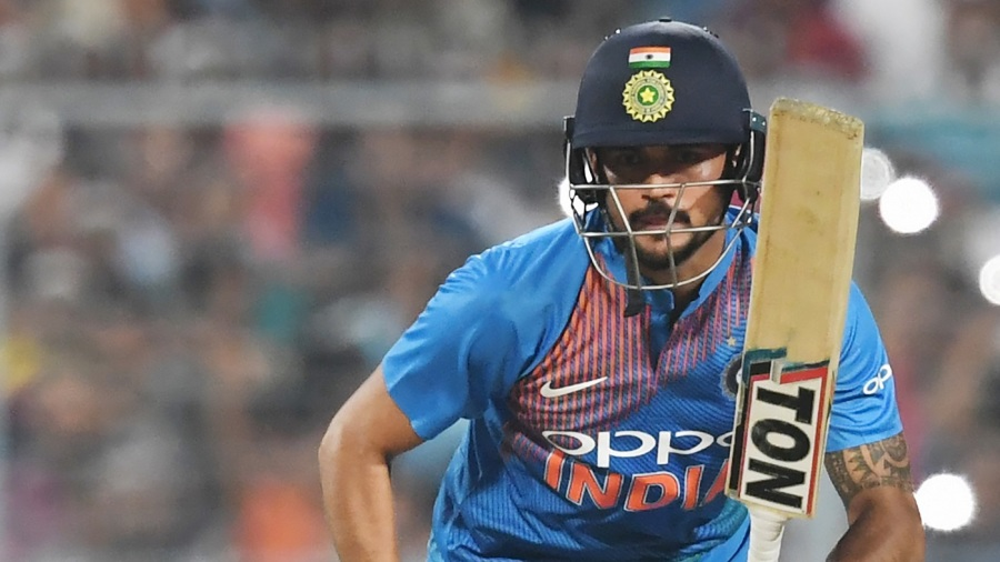 Australia bowl, India bring in Pandey and Saini