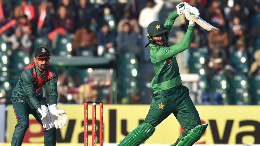 Shoaib Malik's comeback fifty ends Pakistan's losing streak