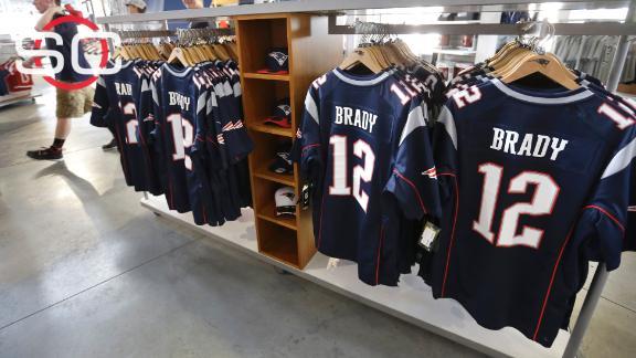a45d2e869f4 Fans still keen on Tom Brady gear despite Deflategate, union list s ...