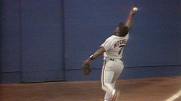 On this date: Mitchell's unbelievable bare-handed catch