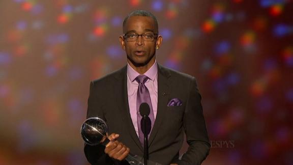 Stuart Scott accepts Jimmy V Award