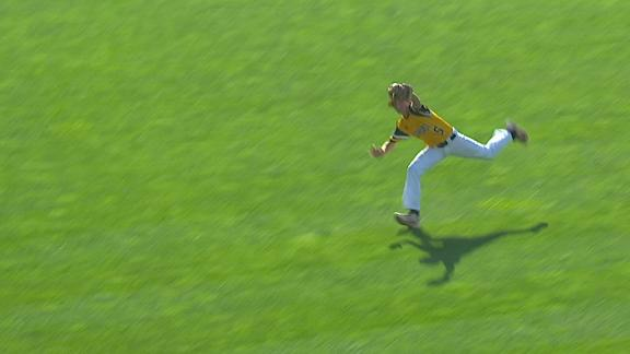 Georgia OF makes unbelievable catch at LLWS