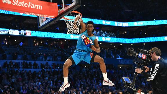 Diallo downs DSJ to win dunk contest