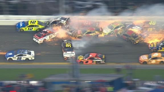Massive wreck collects 21 cars late