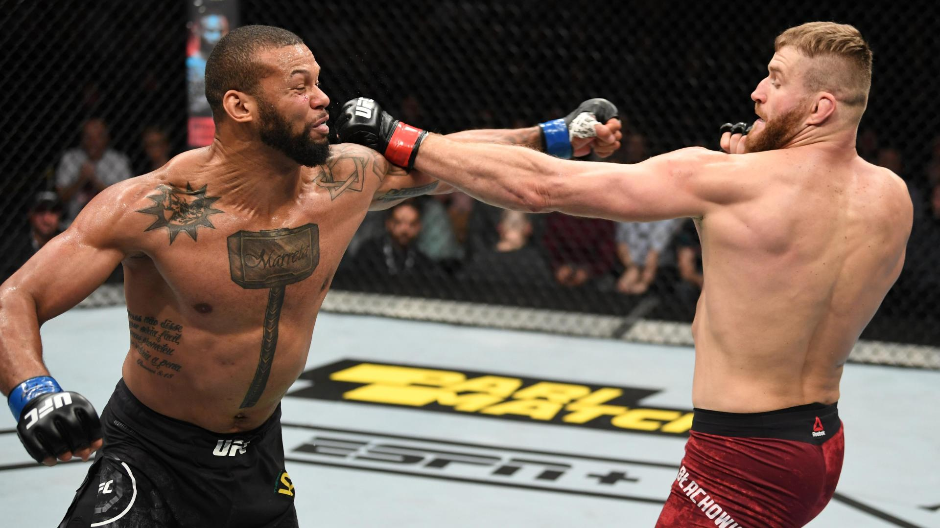 Santos drops Blachowicz with left hook for TKO victory