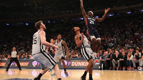 Knicks snap 18-game home losing skid