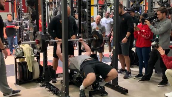 Jake Olson does 17 reps on bench press