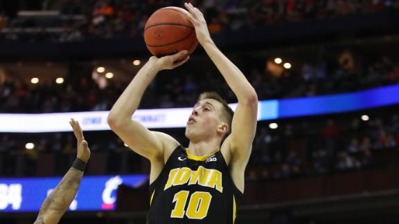 Wieskamp swishes clutch 3 for Iowa
