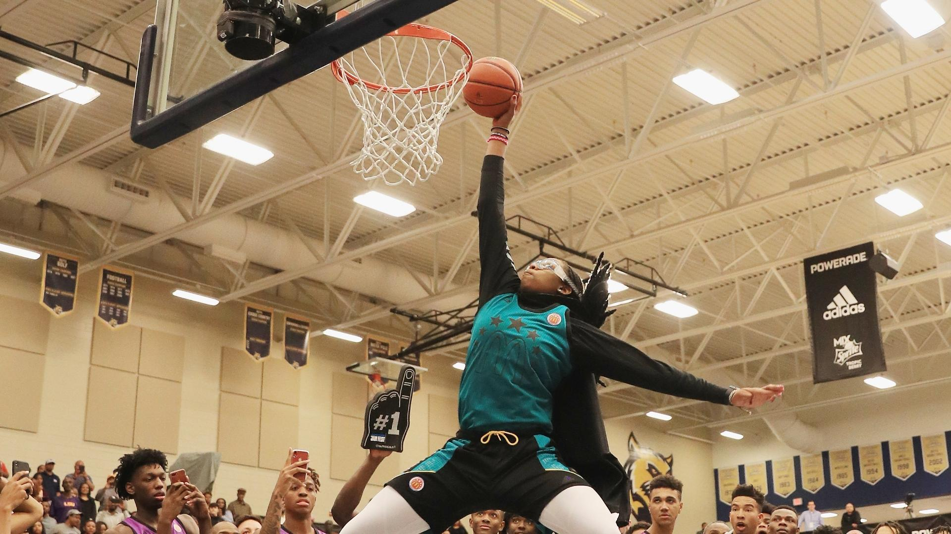 Belibi dazzles with four perfect dunks at Powerade Jam Fest