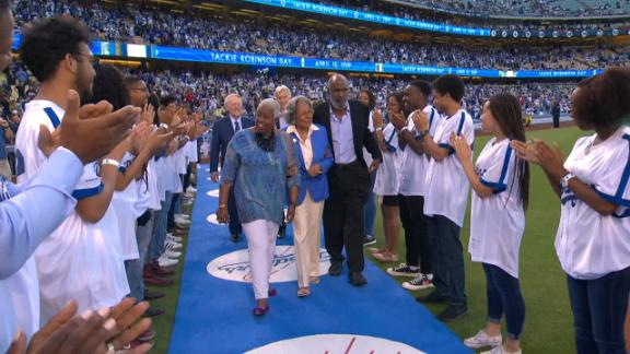 Jackie Robinson's children throw out ceremonial first pitches