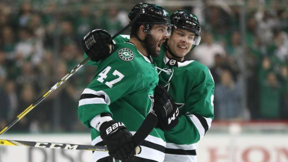 Stars erupt for four goals in first period