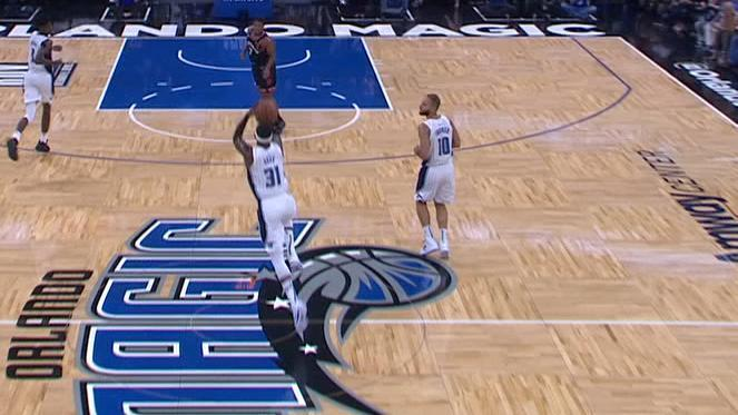 Ross nails buzzer-beater from half court to end first half