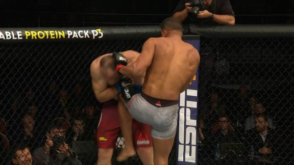 Overeem wins vs. Oleinik via 1st-round TKO