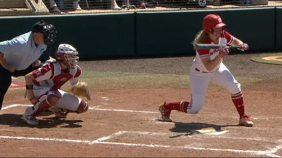 Wisconsin stuns No. 1 Oklahoma with two squeeze bunts