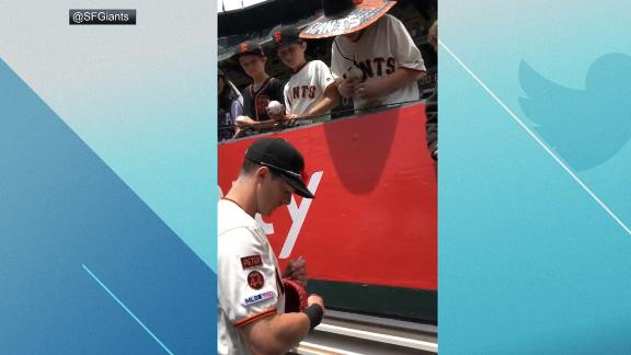 Yastrzemski helps young fans pronounce his name