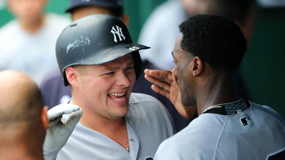 Voit unleashes a 470-foot homer to put the Yankees ahead