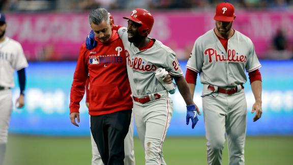 McCutchen exits game with knee injury