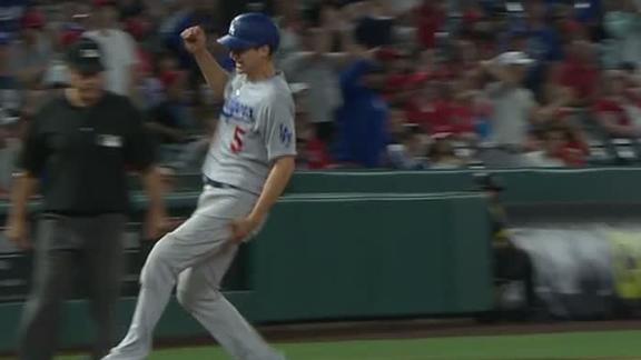 Seager comes up limping running to third