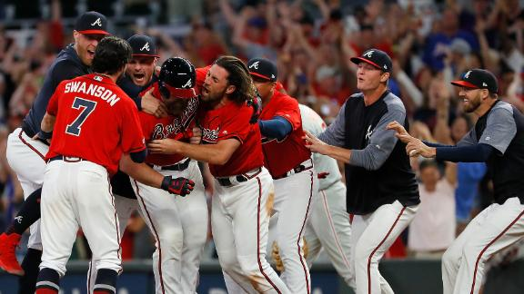 McCann's walk-off RBI single completes Braves' comeback