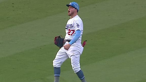 Verdugo ends game with diving catch