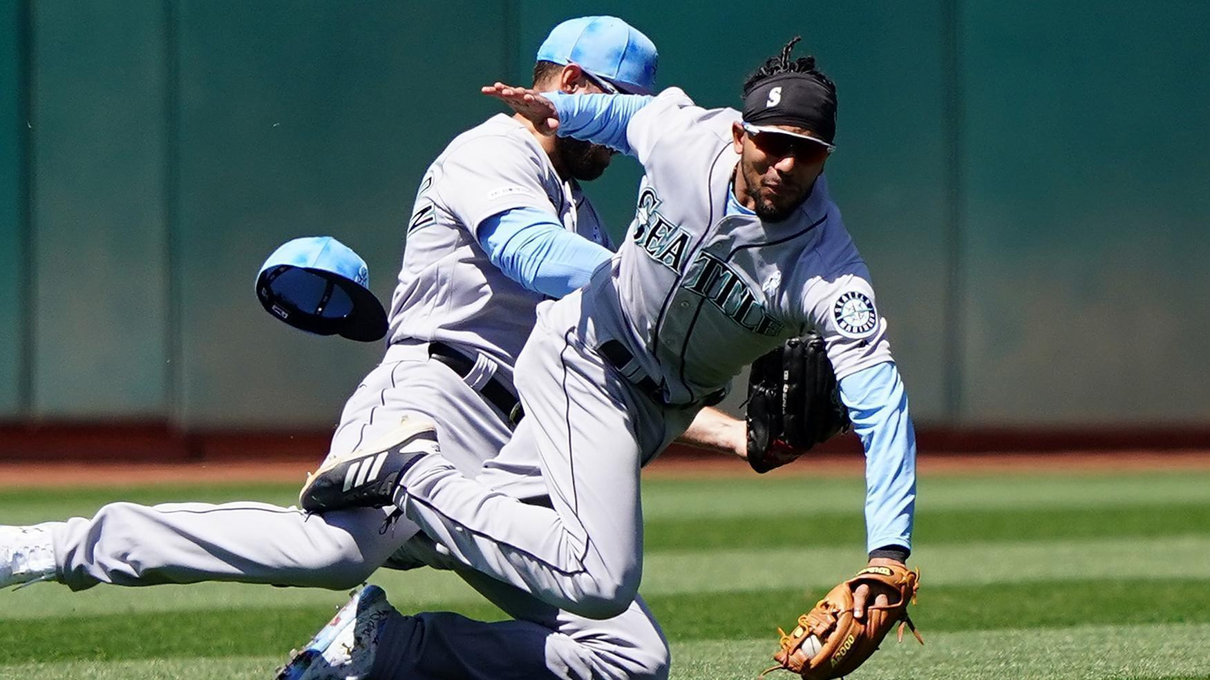 Crawford and Williamson collide on popup