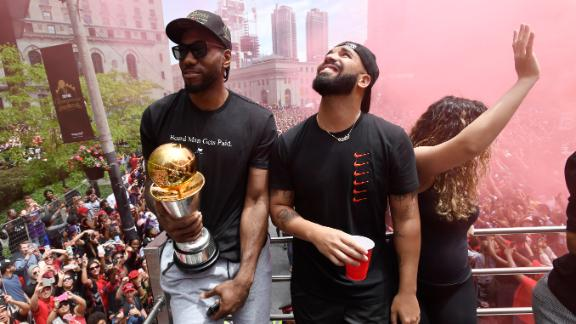 Drake chugs beer on Raptors parade bus