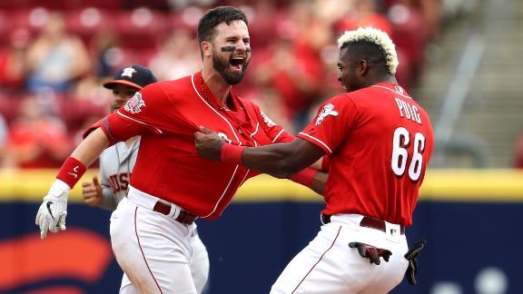 Winker walks it off to sweep Astros