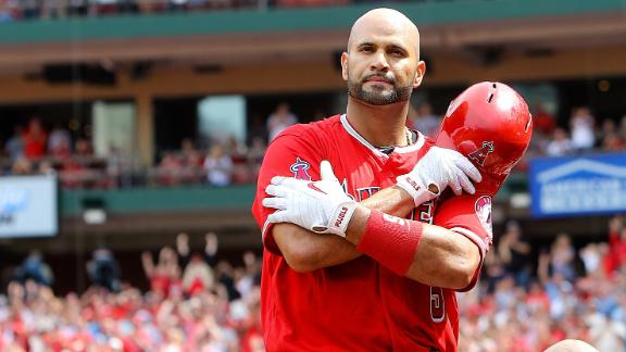 Pujols gets standing ovation, later hits a homer
