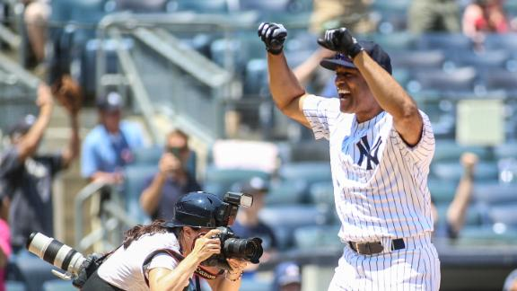 Mariano plays CF, hits inside-the-park HR on Old-Timers' Day