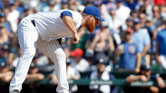 Kimbrel records save in debut with Cubs