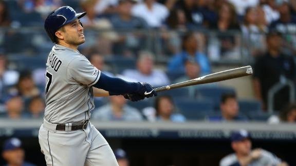 D'Arnaud powers Rays' win with 3 home runs