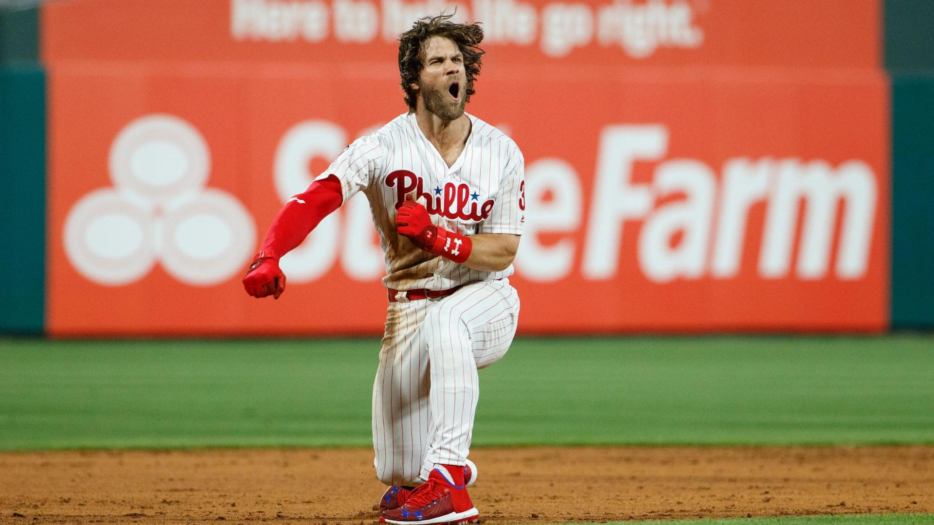 Harper hits 458-foot HR, walk-off double in Phillies' win